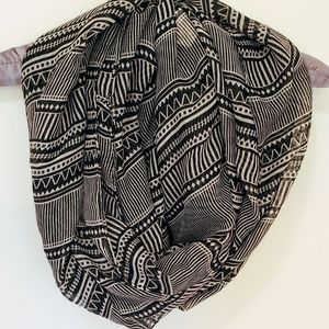 Lightweight Infinity Scarf - Black & White Pattern